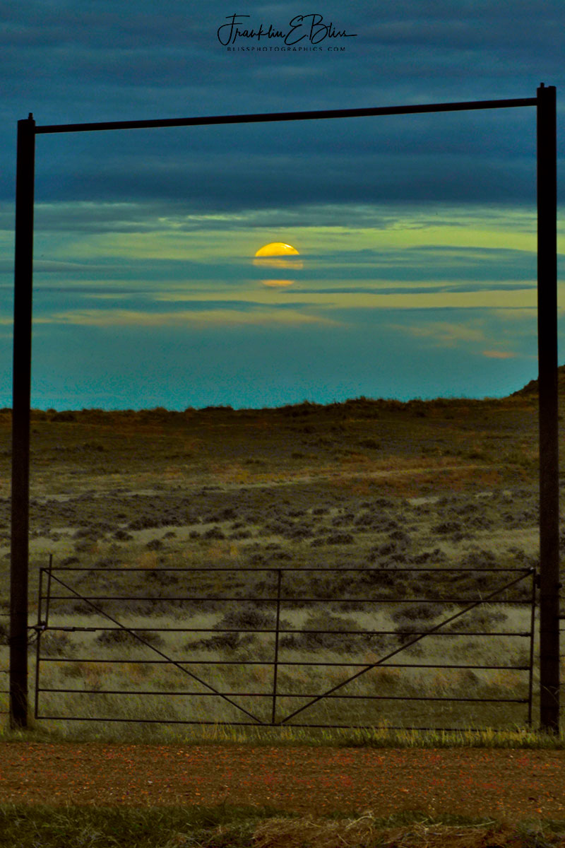 Gate Framed Setting Moon