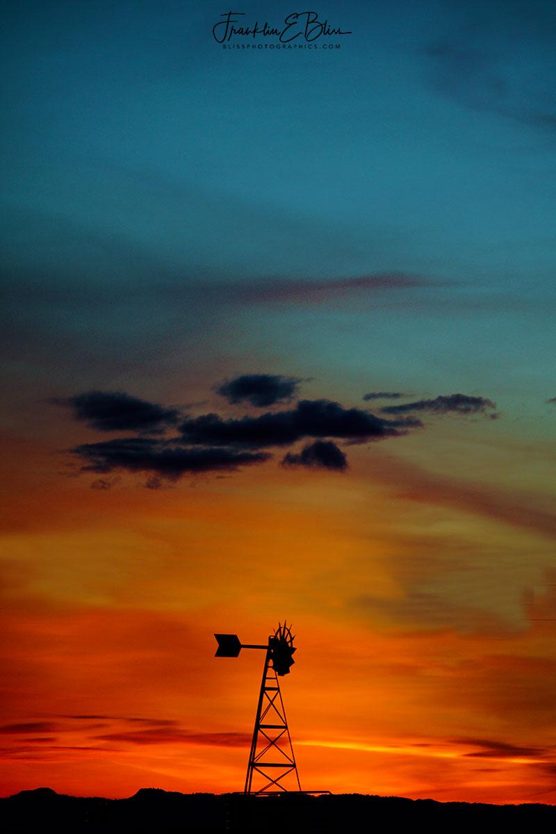 Windmill Twilight Blue to Crimson