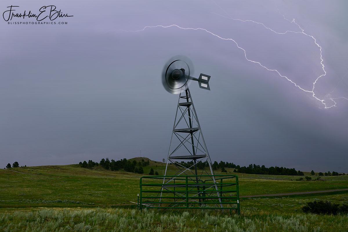 Windy Windmill Lightning Bolt