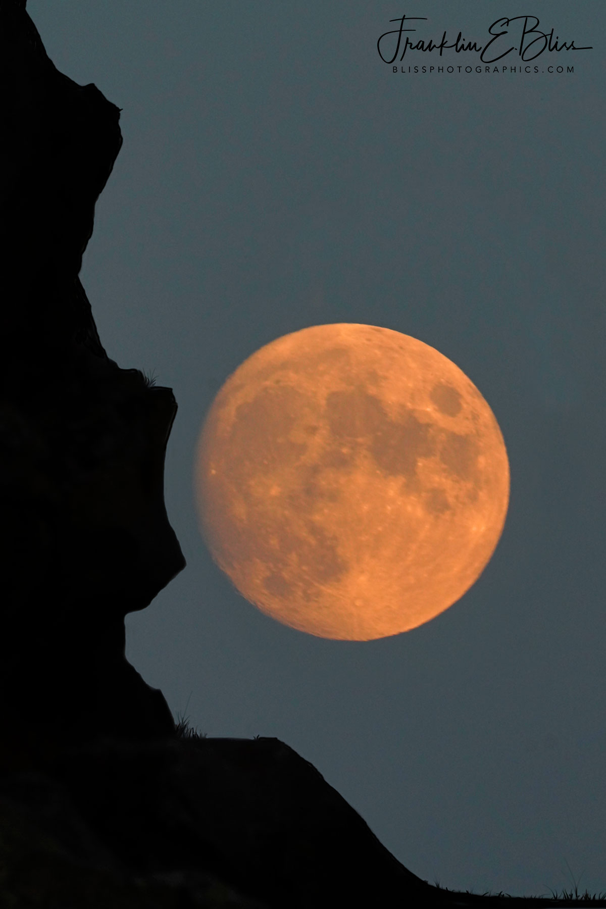 Cliff Kissing the Moon